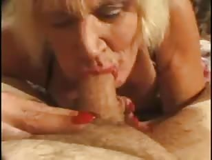 Mature CD Gives An Amazing BJ